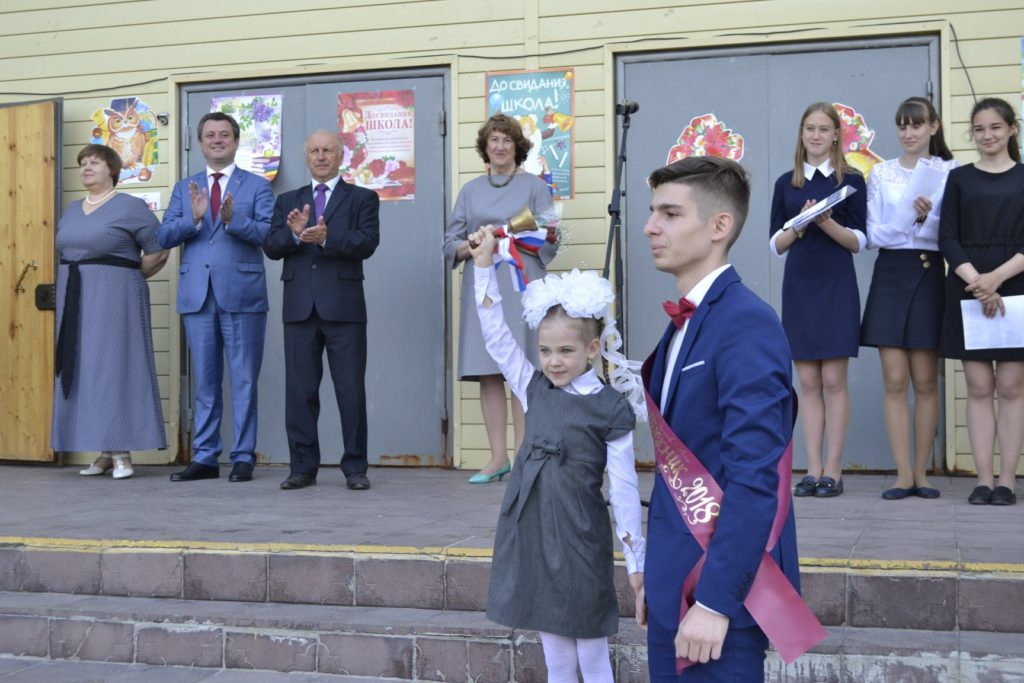 В ульяновской школе имени Гейдара Алиева прозвучал последний звонок (ФОТОЛЕНТА)