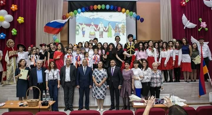 Азербайджанская община поддержала школьный фестиваль «Все краски радуги» в Долгопрудном (ФОТОЛЕНТА)
