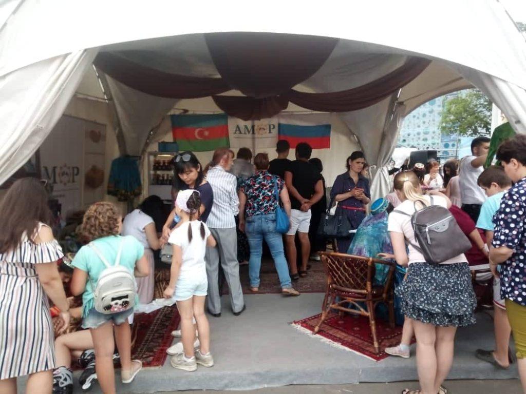 Азербайджанское чаепитие на День России в Москве (ФОТОЛЕНТА, ВИДЕО)