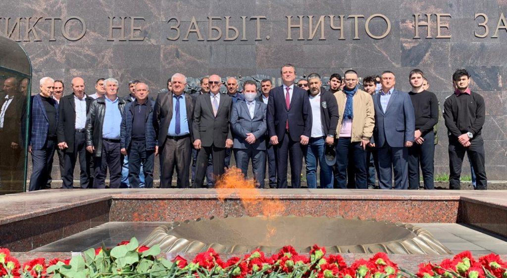 Ульяновские азербайджанцы почтили память героев Великой Отечественной войны (ФОТО)