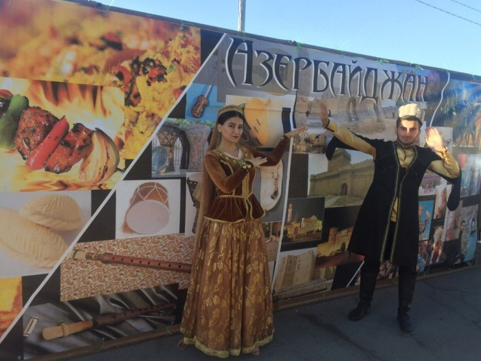 Азербайджанский шатер на Дне Каспийского моря в Астрахани
